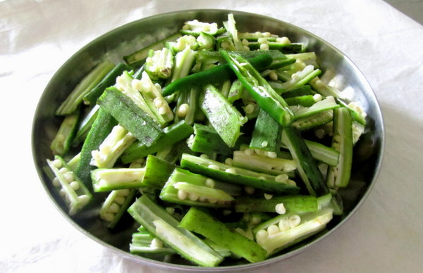 okra-bhindi-cut-in-slices
