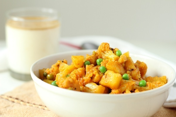 aloo-gobi-mutter-recipe-curry