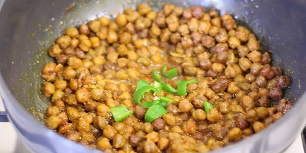 dry kala chana recipe green chilies