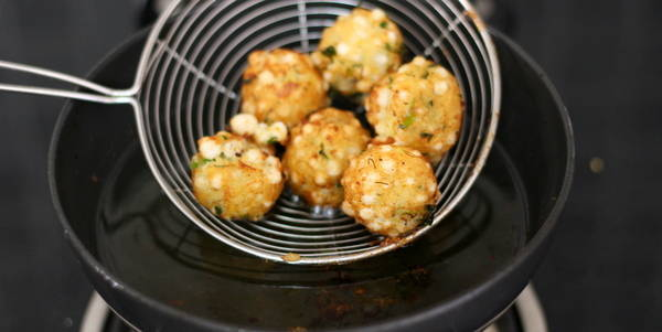 Sabudana Pakoda Recipe taking out