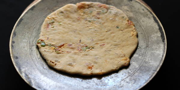 stuffed paratha roasting paratha on tawa