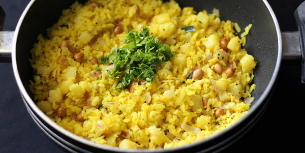 aloo poha recipe steps garnish fresh coriander