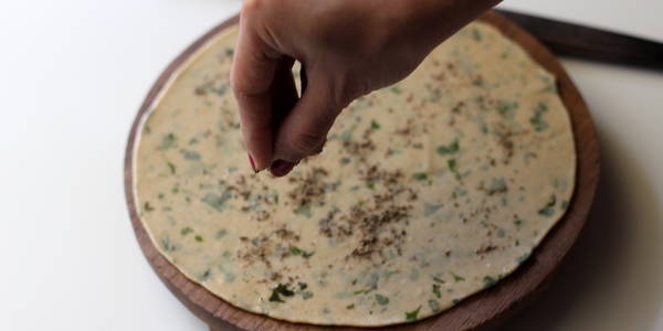 pudina paratha recipe step sprinkle spices