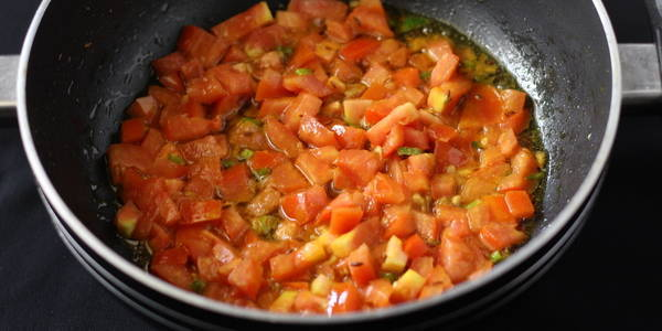 palak fry recipe step tossing tomatoes