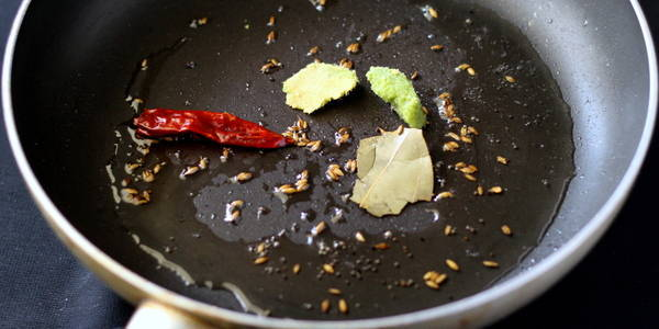 sookhi moong dal temper dry chili bay leaf