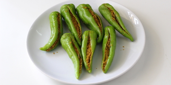 bharwan mirch recipe stuffed green chilies