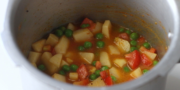 gujarati aloo matar add water in pressure cooker