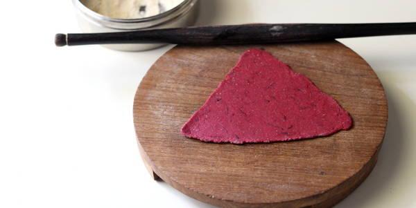 beetroot paratha making flat