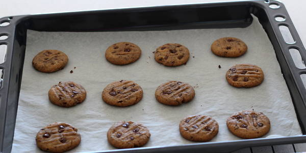 eggless Chocolate Chips Cookie after baking