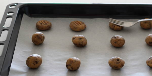 eggless Chocolate Chips Cookie flatten it