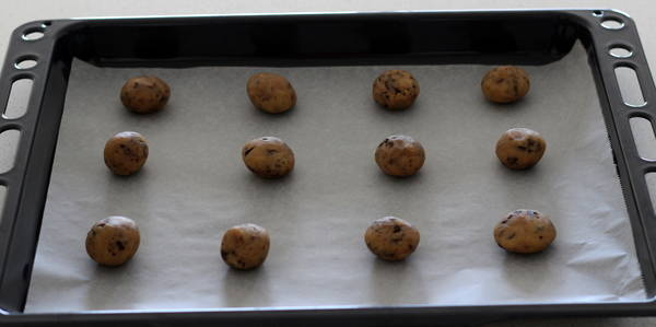 eggless Chocolate Chips Cookie making dough balls