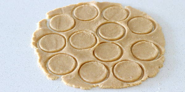 eggless whole wheat biscuits cut with cookie cutter