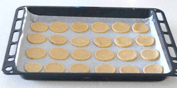 eggless whole wheat biscuits place it on baking tray