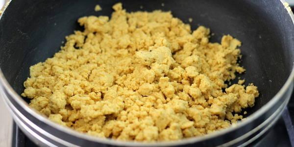 besan ladoo recipe mix well